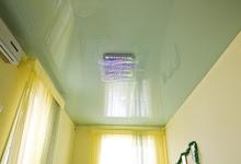 Светло-зеленый глянцевый натяжной потолок